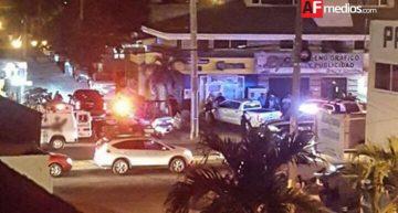 Sujetos intercambian balazos en Manzanillo; uno queda muerto