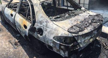 Se incendia carro en Colima