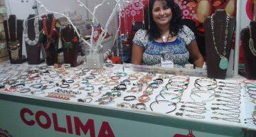 Artesana colimense con discapacidad expone en Feria de San Marcos