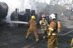 Camión se estrella contra autobús de banda musical