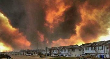 Enorme incendio desaloja a miles en ciudad de Canadá