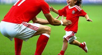 Gales, que participa por primera vez en la Eurocopa, avanzó a los Cuartos de Final