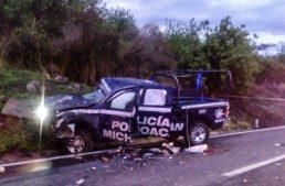 Patrulla de Michoacán volcó en Atotonilco y murió policía
