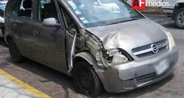 Joven resulta herido tras chocar su carro contra un árbol en Colima