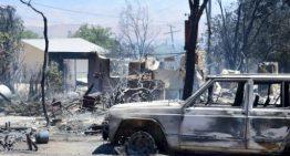 Un incendio en California deja 2 muertos y miles de evacuados