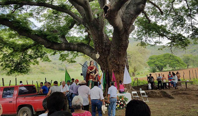 Campesinos se encomiendan a San Miguel Arcángel para que llueva