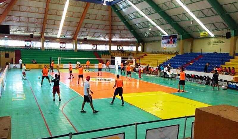 'Tri' olímpico de voleibol en entrenamiento