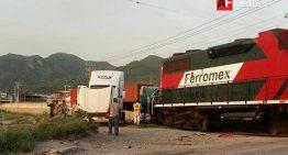 Este sábado trailer choca con tren en Manzanillo