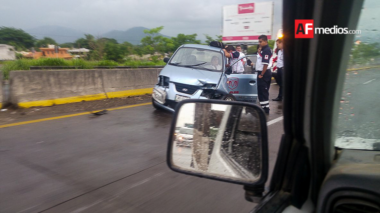 Accidente vehicular frente a PGJ
