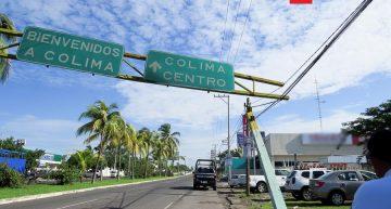 """A punto de colapsar letrero de """"Bienvenidos a Colima"""""""
