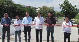Gobernador inaugura puente en residencial Esmeralda Norte