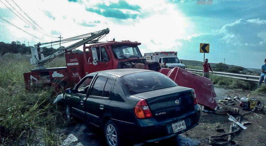 Mueren once personas en choque en Jalostotitlán — MÉXICO