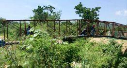 Ciudadanos denuncian lentitud en reconstrucción de puente de Vista del Mar en Mzllo