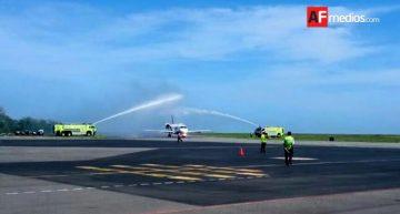 1er vuelo charter de Canadá llega con 89 turistas