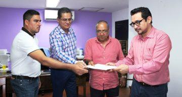 Diputados independientes presentan denuncia de juicio político contra Mario
