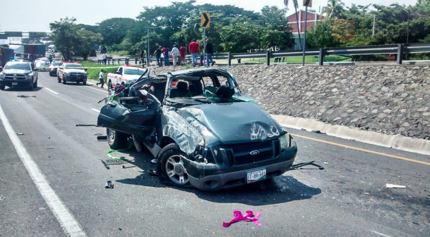 Cuatro lesionados en incidente vehicular en carretera Colima-Guadalajara