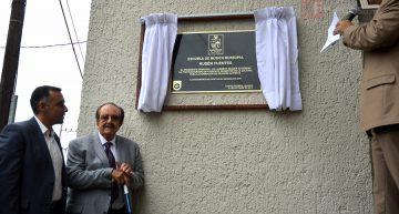 Autor de 'La bikina' visita su tierra natal, Zapotlán El Grande; devela placa de Escuela de Música