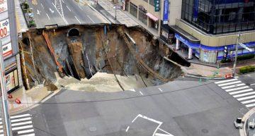 Se crea enorme hundimiento en una calle del sur de Japón