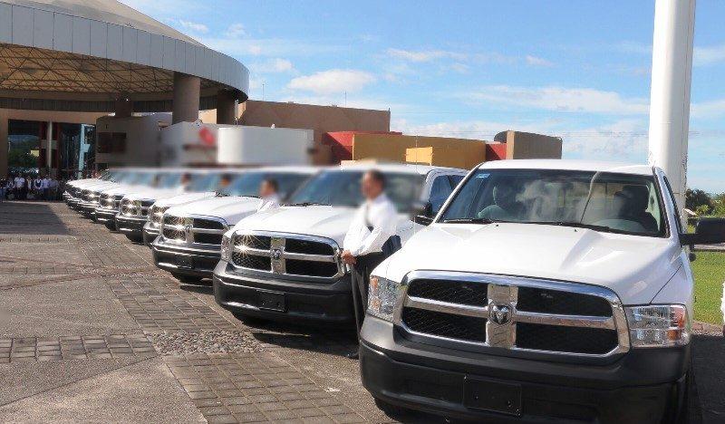 Entrega Gobernador 10 patrullas a la PGJE