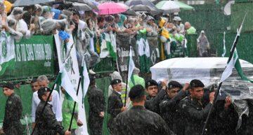 Chapecó dice adiós a sus héroes en multidudinaria ceremonia fúnebre
