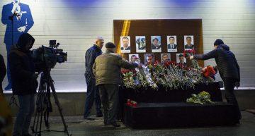 Rusia halla trozos del avión caído en el Mar Negro