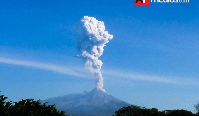 Permanece zona de exclusión a 6 Km del Volcán: PC