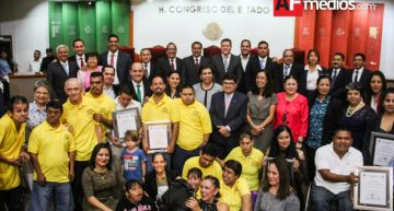 """Congreso entregó el Premio Estatal """"Ricardo de Jesús Vázquez Lara Centeno"""""""