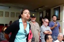 Ciudadana les grita a diputados 'trabajen y no se roben los impuestos'