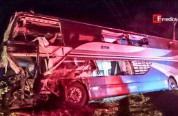 Choque de autobús dejó 14 lesionados en Tuxpan, Jalisco
