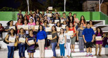 Administración de Gaby Benavides capacita a mil mujeres