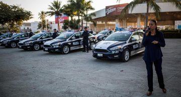 Entrega Gaby Benavides 13 patrullas a la policía