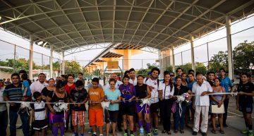 Entrega Gaby Benavides espacio deportivo en La Libertad
