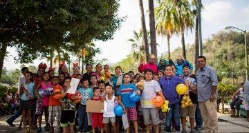 Entrega DIF Manzanillo juguetes a niñas y niños