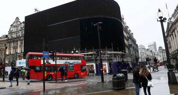 Las luces de Piccadilly Circus se apagan por primera vez desde la Segunda Guerra Mundial