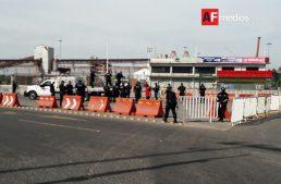 Policías 'cercan' crucero de entrada al Puerto Interior
