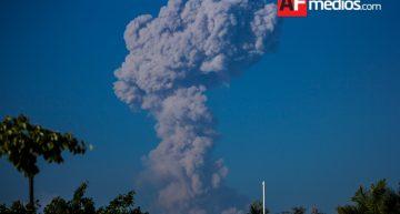 Continúa actividad del Volcán de Colima