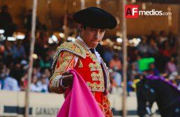 Luis David Adame  sale en hombros de La Petatera, se llevó tres orejas