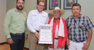 Gobernador reconoce a Desiderio Contreras Tene 'El Pajarito'