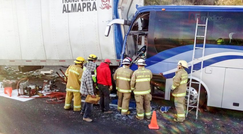 Un muerto y 14 lesionados en accidente de autopista México-Gdl