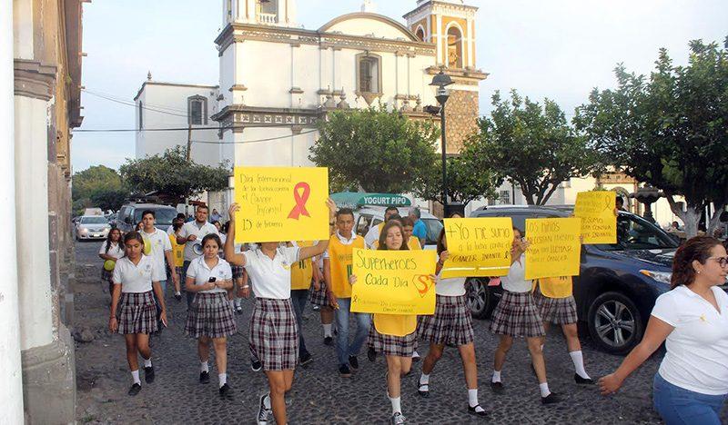 Realizan estudiantes caminata  para prevenir el cáncer Infantil