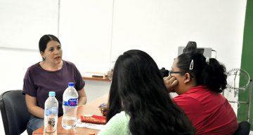 Instruyen a estudiantes en el diseño de talleres de escritura creativa para niños y adolescentes