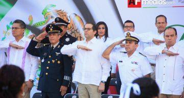 Gobernador da discurso contra la delincuencia en Día de la Bandera
