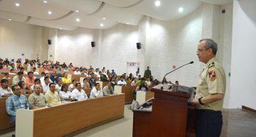 Imparte general Celestino Ávila conferencia sobre seguridad, a estudiantes de Tecomán
