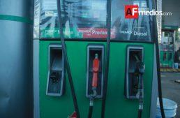 Gasolinas bajan dos centavos martes, miércoles los incrementan