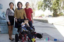 Gestiona CEDEFU silla de ruedas para menor con discapacidad