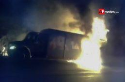 Se incendia camión repartidor en Libramiento El Naranjo de Manzanillo