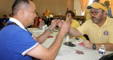 Reciben lentes gratuitos estudiantes y trabajadores de la UdeC