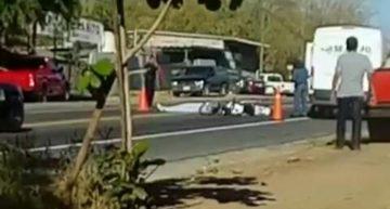Motociclista muere tras impactarse contra camión de carga