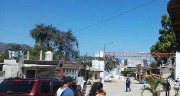 Colapsa arco de acceso a Lomas de Santiago en Manzanillo