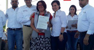 """Sedatu entrega """"cuartos rosas"""" en Colima"""